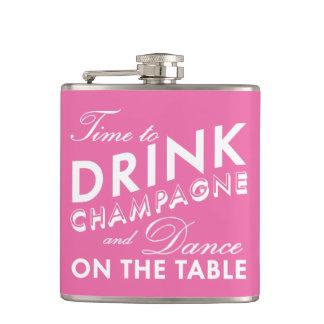 Hora de beber el frasco rosado y blanco de Champán