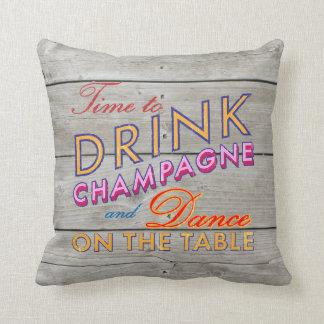 Hora de beber la almohada rústica de Champán