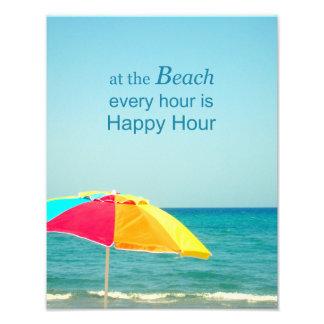 Hora feliz de la playa que dice la foto cojinete
