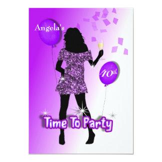 """Hora femenina glamorosa púrpura de ir de fiesta invitación 5"""" x 7"""""""