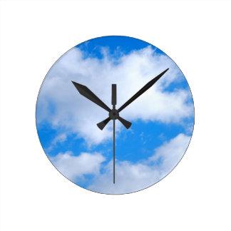 Hora para un poco cielo en reloj de pared de la t