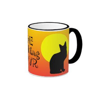 Hora Witching Halloween del gato negro Taza De Dos Colores