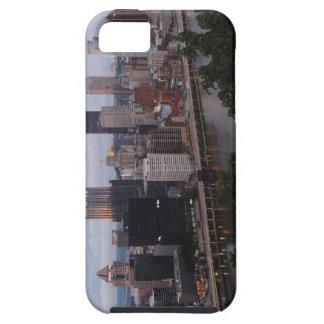 Horizonte aéreo de Pittsburgh en la puesta del sol iPhone 5 Case-Mate Carcasas