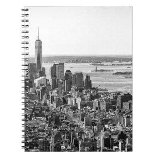 Horizonte blanco negro de New York City Notebook