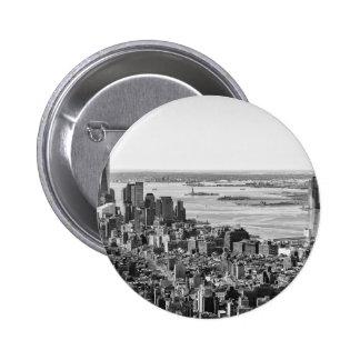 Horizonte blanco negro de New York City Pin Redondo De 2 Pulgadas