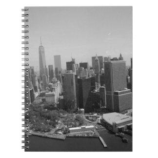Horizonte blanco negro de New York City Spiral Notebooks