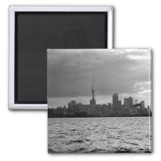 Horizonte blanco y negro de Auckland Imán Cuadrado