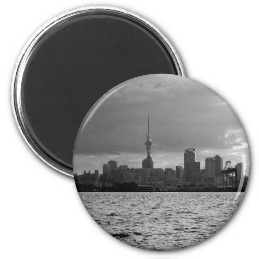 Horizonte blanco y negro de Auckland Imán Redondo 5 Cm