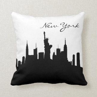 Horizonte blanco y negro de Nueva York Cojín Decorativo