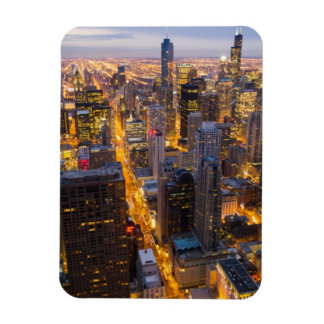 Horizonte céntrico de Chicago en la oscuridad Iman Rectangular