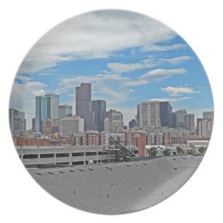 Horizonte céntrico de la ciudad de Denver Colorado Plato