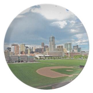 Horizonte céntrico de la ciudad de Denver Colorado Platos De Comidas