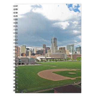 Horizonte céntrico de la ciudad de Denver Colorado Spiral Notebooks