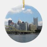 Horizonte céntrico de Pittsburgh Ornamentos De Reyes