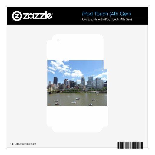 Horizonte céntrico de Pittsburgh iPod Touch 4G Calcomanía