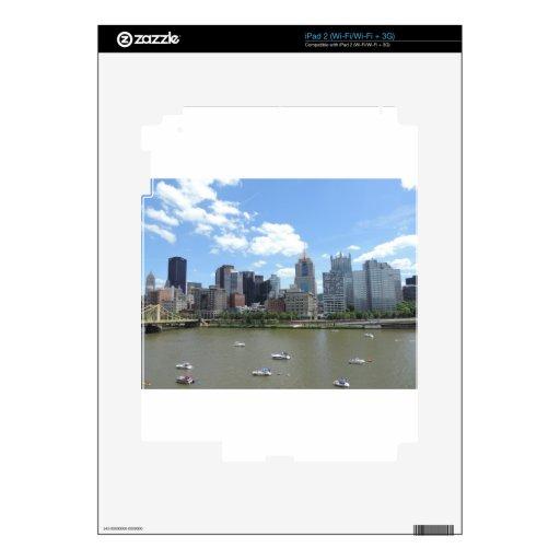 Horizonte céntrico de Pittsburgh Calcomanía Para iPad 2