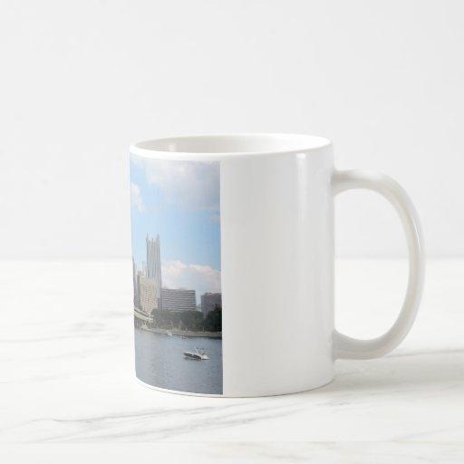 Horizonte céntrico de Pittsburgh Tazas De Café