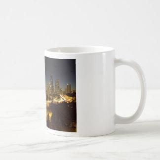 Horizonte céntrico de Seattle Washington en la pue Taza De Café