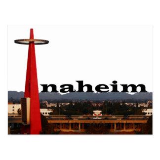 Horizonte de Anaheim CA con Anaheim en el cielo Tarjeta Postal