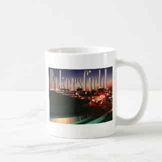 Horizonte de Bakersfield con Bakersfield en el cie Taza De Café