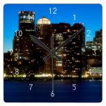 Horizonte de Boston con la luna Relojes De Pared