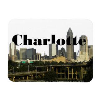 Horizonte de Charlotte NC con Charlotte en el ciel Imán Rectangular