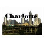 Horizonte de Charlotte NC con Charlotte en el ciel Tarjeta Postal
