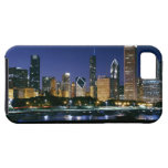 Horizonte de Chicago céntrica en la noche iPhone 5 Case-Mate Carcasa