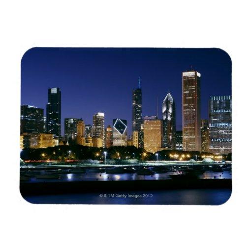 Horizonte de Chicago céntrica en la noche Imanes Rectangulares