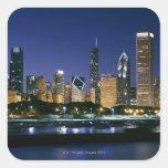 Horizonte de Chicago céntrica en la noche Pegatina Cuadrada