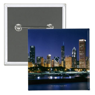 Horizonte de Chicago céntrica en la noche Pin Cuadrado