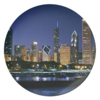 Horizonte de Chicago céntrica en la noche Plato De Comida