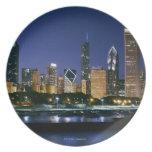 Horizonte de Chicago céntrica en la noche Plato Para Fiesta