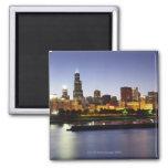 Horizonte de Chicago céntrica en la oscuridad Imán Cuadrado