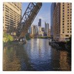 Horizonte de Chicago del puente del St de Kinzie Azulejo Cuadrado Grande