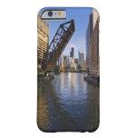 Horizonte de Chicago del puente del St de Kinzie Funda Barely There iPhone 6