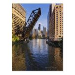 Horizonte de Chicago del puente del St de Kinzie Postales