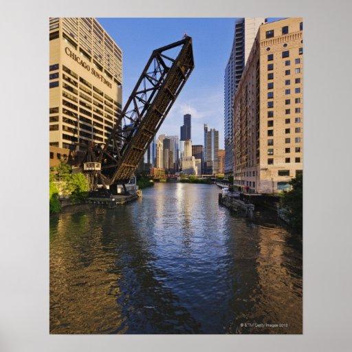 Horizonte de Chicago del puente del St de Kinzie Póster