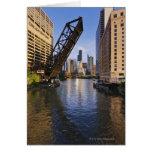Horizonte de Chicago del puente del St de Kinzie Tarjeta De Felicitación