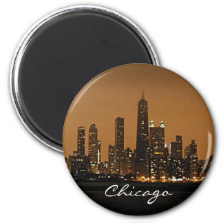 Horizonte de Chicago en la noche en el centro de J Imán Redondo 5 Cm