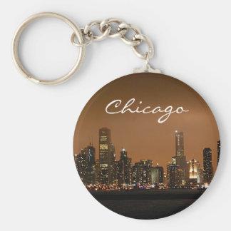 Horizonte de Chicago en la noche en el embarcadero Llavero Redondo Tipo Pin
