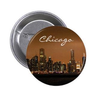 Horizonte de Chicago en la noche en el embarcadero Pin Redondo 5 Cm