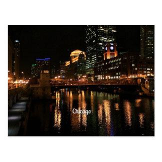 Horizonte de Chicago en la noche Postales