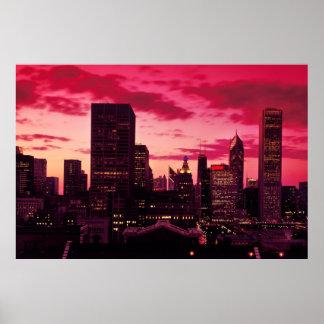 Horizonte de Chicago en la oscuridad Póster