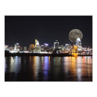 Horizonte de Cincinnat con el poster de la luna Fotografía