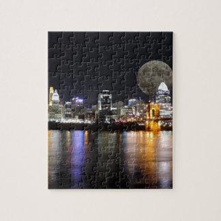 Horizonte de Cincinnat con la luna Puzzles Con Fotos