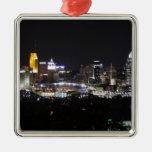 Horizonte de Cincinnati en la noche Ornamentos De Reyes