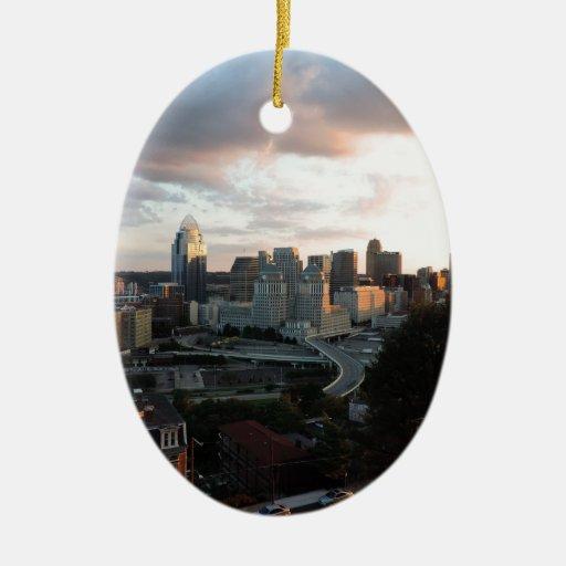 Horizonte de Cincinnati en la puesta del sol Adorno De Navidad