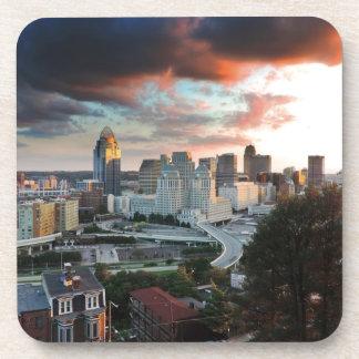 Horizonte de Cincinnati en la puesta del sol Posavaso