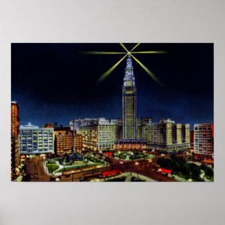 Horizonte de Cleveland Ohio en la noche Poster